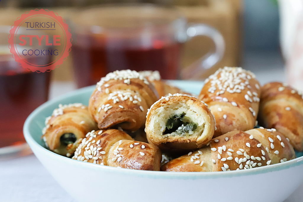 Puffy Spinach Rolls Recipe