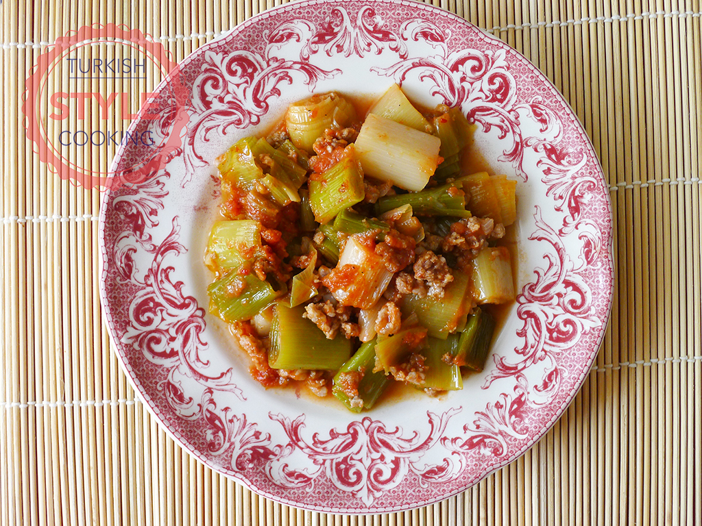 Baked Leek with Minced Meat