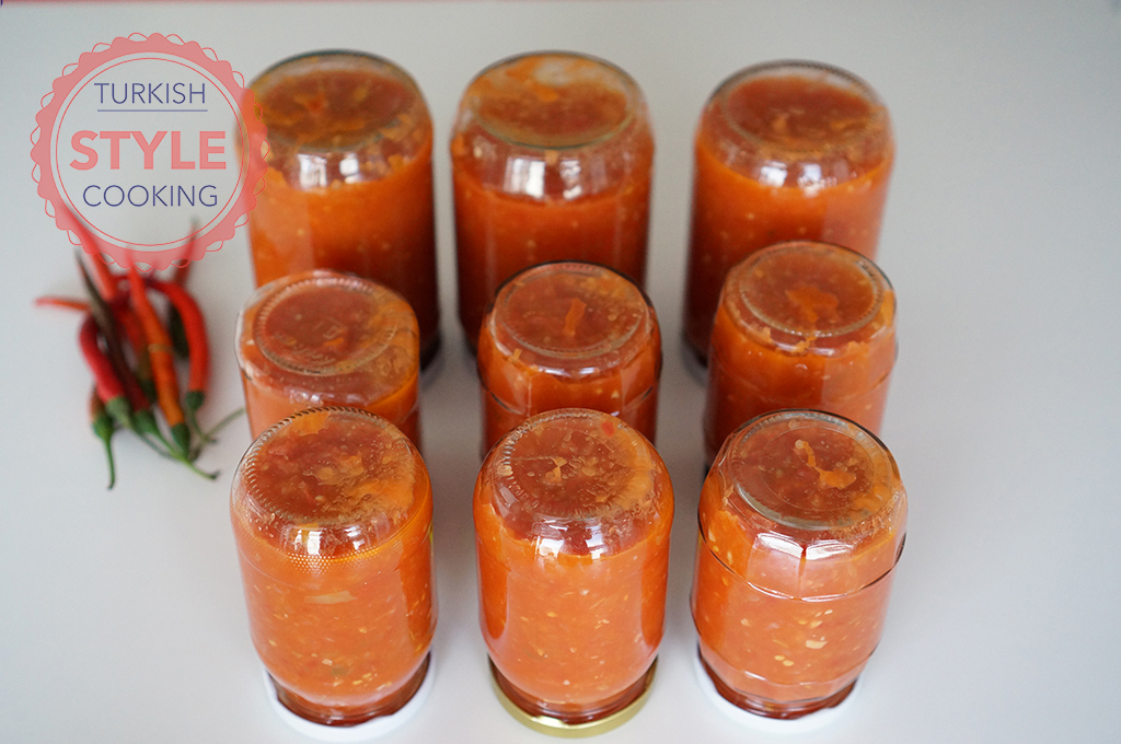 how to make canned tomato sauce