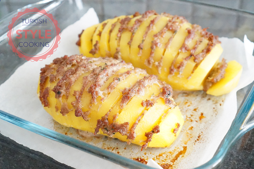 Hasselback potato With Ground Beef