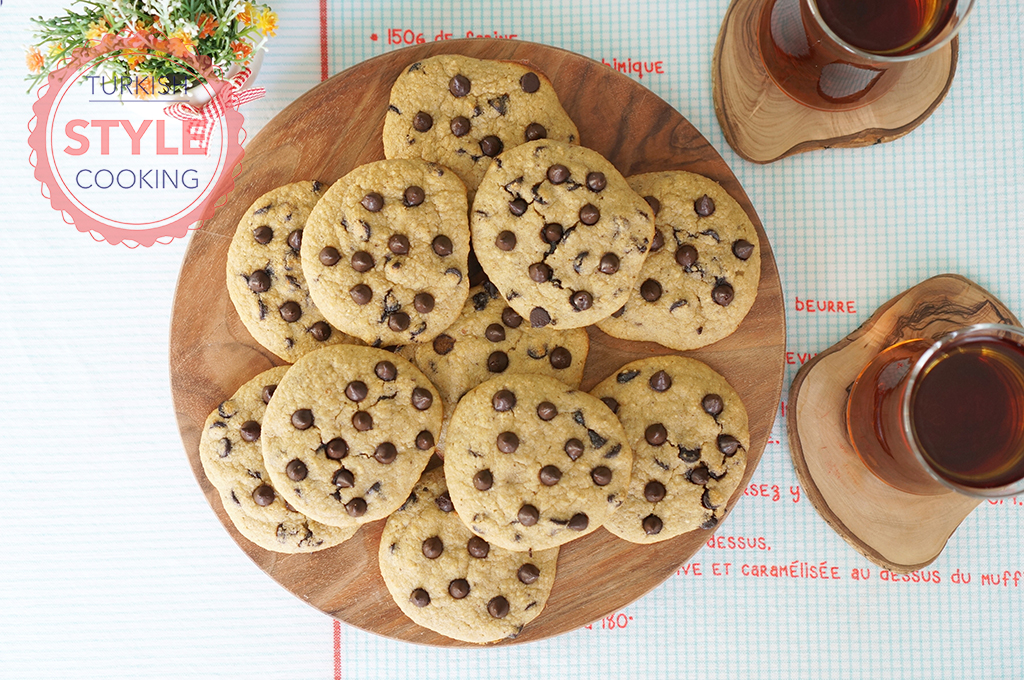 Flourless and Sugar Free Chocolate Chip Cookies