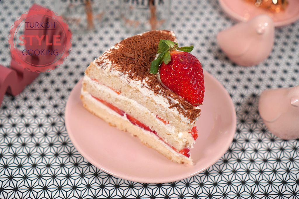 Strawberry Cake and Easiest Cake Cream Ever